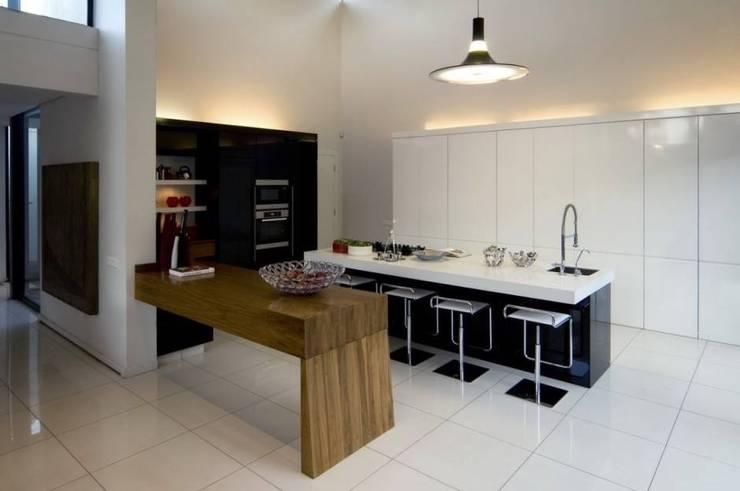 Cocina: Cocinas de estilo  por Reparaciones Omar Garcia, Moderno