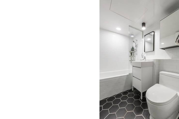 욕실인테리어: 스튜디오쏭 (STUDIO SSONG)의  욕실,
