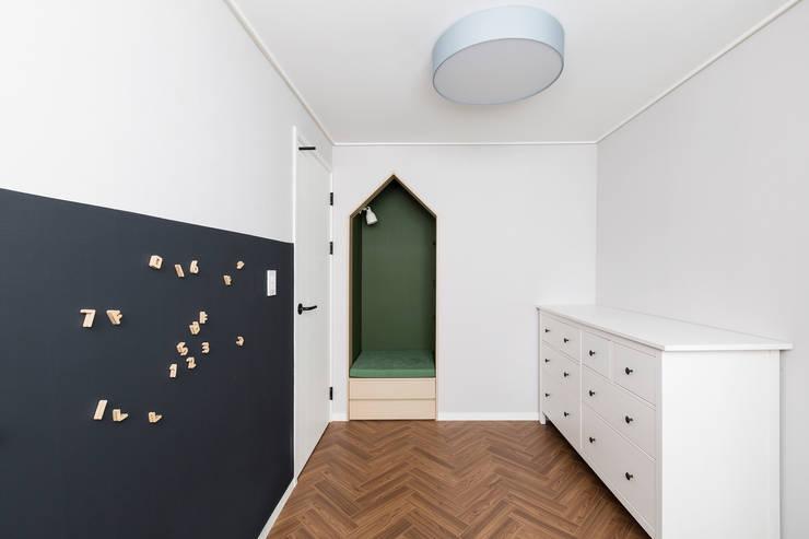 Nursery/kid's room by 스튜디오쏭 (STUDIO SSONG), Modern