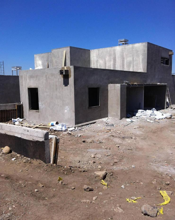Diseño y Construcción de viviendas unifamiliares: Casas unifamiliares de estilo  por Zona SpA