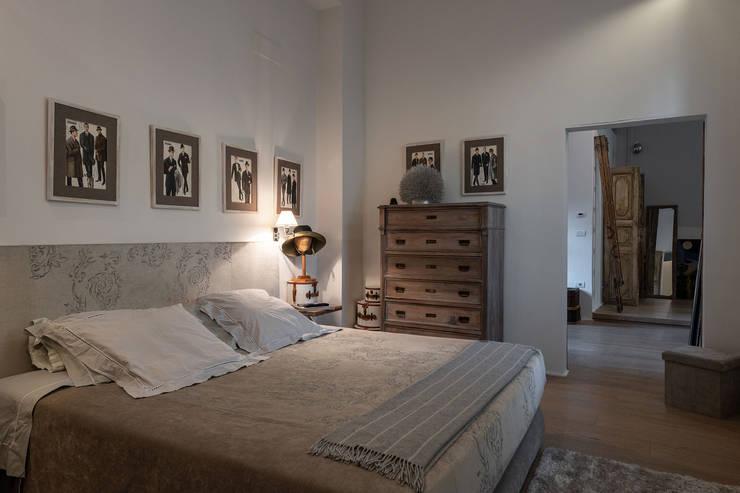 Casa FC: Camera da letto in stile  di GIAN MARCO CANNAVICCI ARCHITETTO