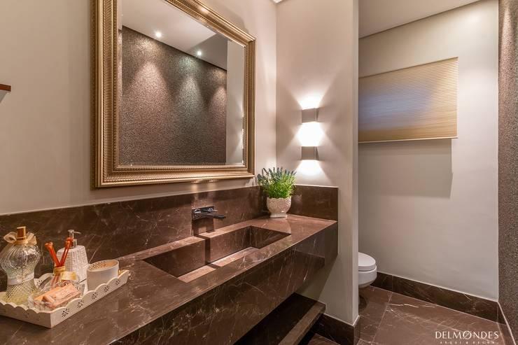 Baños de estilo  por Delmondes Arquitetura e Interiores