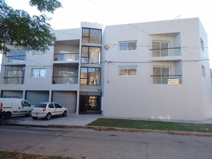 Francis: Casas multifamiliares de estilo  por Dinamismo Arquitectura,