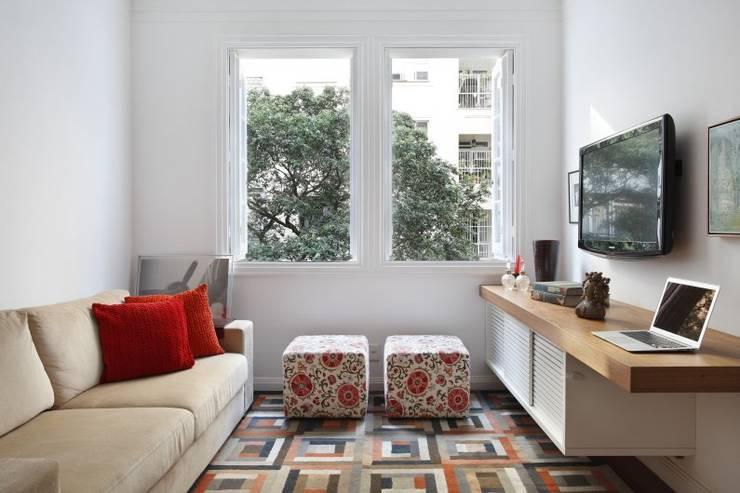 Salas de estilo tropical de Froma Arquitetura Tropical