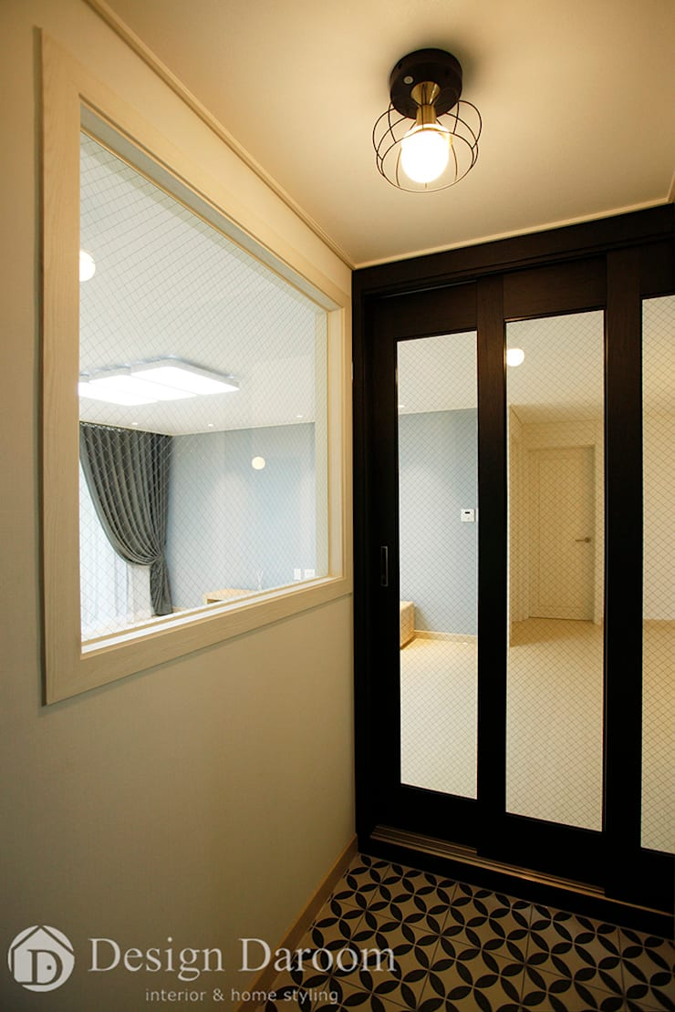 Corridor and hallway by Design Daroom 디자인다룸, Modern