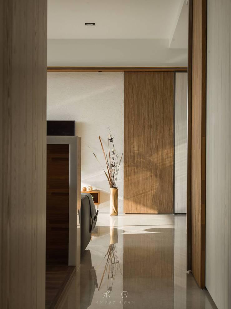 日曬的剋星 Emmi遮光捲簾:  玄關、走廊與階梯 by MSBT 幔室布緹