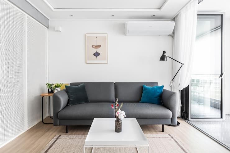 Living room by 스튜디오쏭 (STUDIO SSONG), Modern