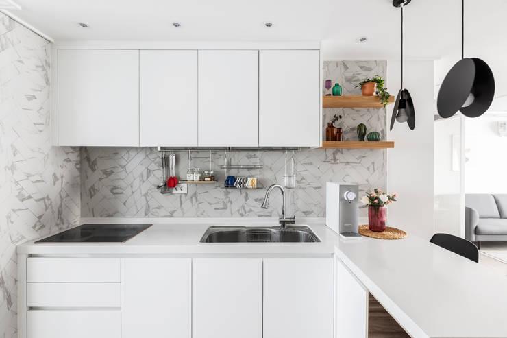 Cocinas de estilo  por 스튜디오쏭 (STUDIO SSONG), Moderno