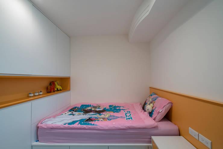 給老建築新生命的改造工程:  女孩房 by 富亞室內裝修設計工程有限公司