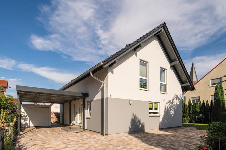 FingerHaus GmbH - Bauunternehmen in Frankenberg (Eder):  tarz Prefabrik ev, Modern