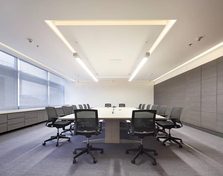 Sala de juntas principal de Sentido Interior Arquitectos Moderno Madera Acabado en madera