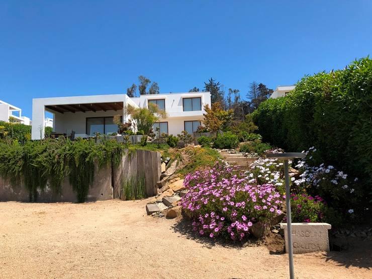 Casa K-16 _ Marbella.: Condominios de estilo  por Camps Arquitectura