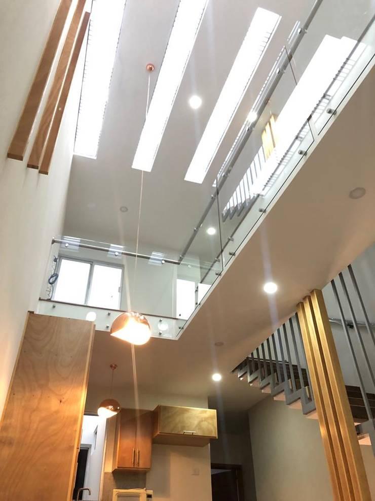 Escaleras de estilo  por OROPEZA ARQUITECTOS