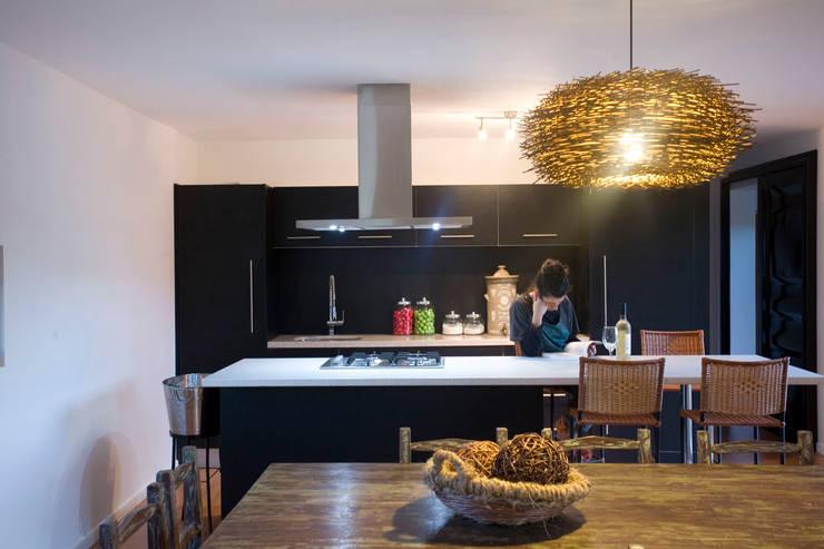 Cocina comedor: Cocinas equipadas de estilo  por INFINISKI
