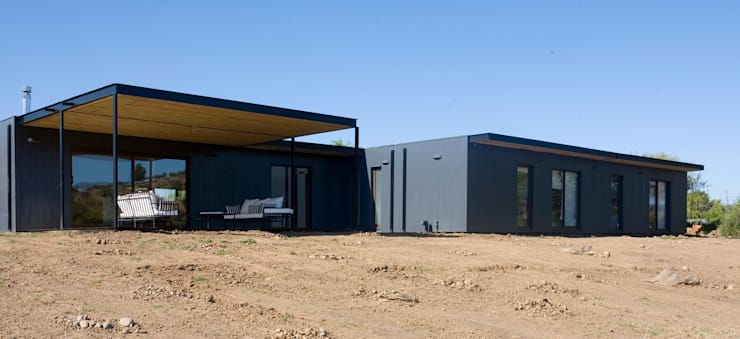 Fachada contrafrente: Casas unifamiliares de estilo  por INFINISKI