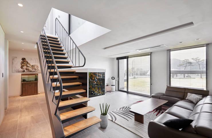 양평 단독주택: 건축사사무소 시월의  거실,