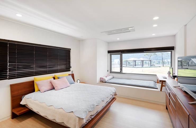 양평 단독주택: 건축사사무소 시월의  침실,