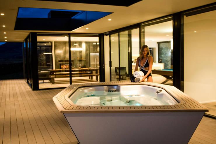 Whirlpool als Wellness-Oase:  Terrasse von SPA Deluxe GmbH - Whirlpools in Senden