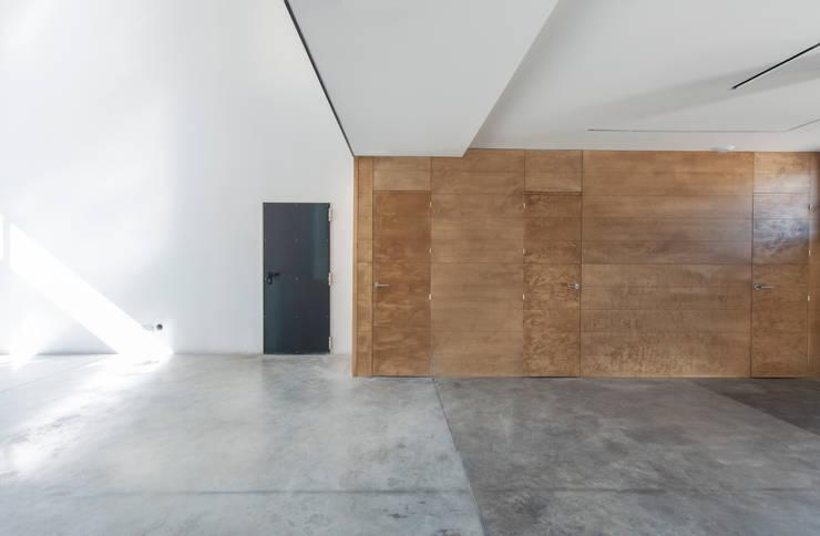 Espacio interior. Tratamiento de materiales : Comedores de estilo  de MODULAR HOME, Moderno Hormigón
