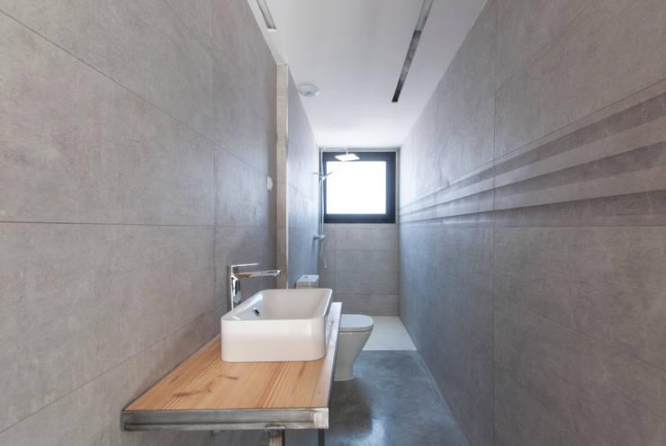 Baño de diseño : Baños de estilo  de MODULAR HOME, Moderno Hormigón