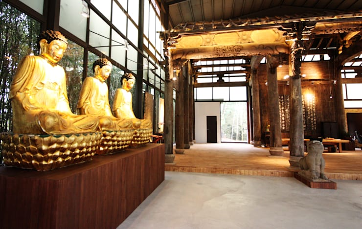 在此空間內也擺上業主自己收藏的釋迦摩尼佛雕像:  藝術品 by 台中室內建築師 利程室內外裝飾 LICHENG