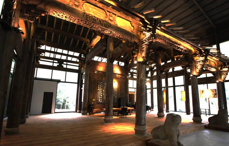 雖然沒有遮簷的屋頂但原有的骨架保留下來:  人字形屋頂 by 台中室內建築師 利程室內外裝飾 LICHENG