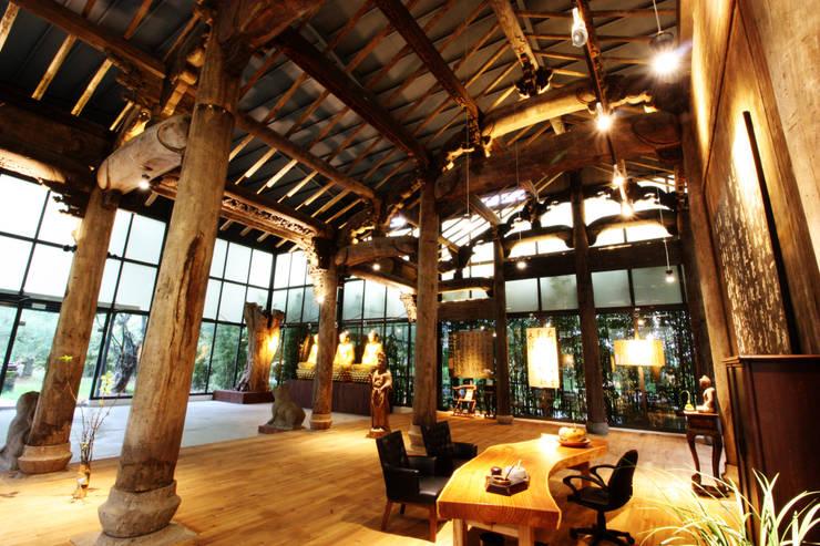 古建築保護工程:  客廳 by 台中室內建築師|利程室內外裝飾 LICHENG