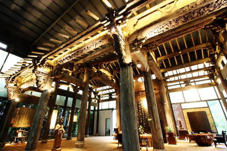 古建築保護工程:  人字形屋頂 by 台中室內建築師|利程室內外裝飾 LICHENG