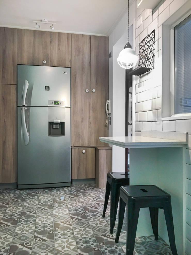 Cocina Vintage: Cocinas pequeñas de estilo  por R-Innovare / Diseño de interiores y Arquitectura / Santiago y Viña del mar