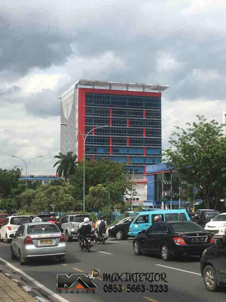 INTERIOR PEKANBARU - RIWAY OFFICE: Gedung perkantoran oleh MAX INTERIOR PEKANBARU,