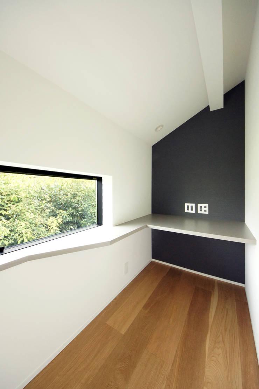 Projekty,  Domowe biuro i gabinet zaprojektowane przez TERAJIMA ARCHITECTS,