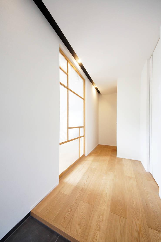 Projekty,  Korytarz, przedpokój zaprojektowane przez TERAJIMA ARCHITECTS,