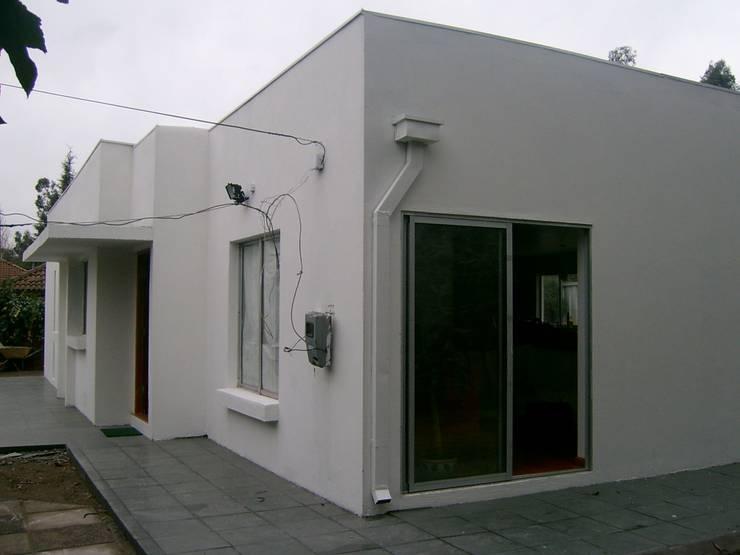 AMPLIACION CASA LA FLORIDA: Casas unifamiliares de estilo  por AOG