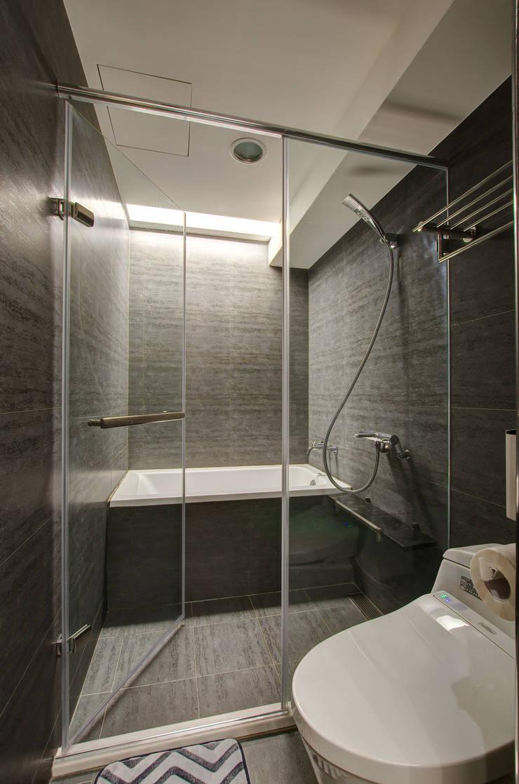 質樸溫潤:  浴室 by 邑舍室內裝修設計工程有限公司