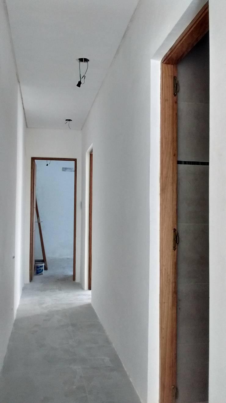 revestimiento y pintura: Casas de estilo  por PINTAREN LAPLATA,
