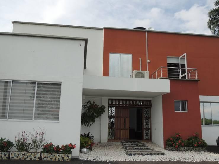 CASA PARA VENTA, SECTOR CERRITOS PEREIRA: Casas campestres de estilo  por CIENTO ONCE INMOBILIARIA, Moderno