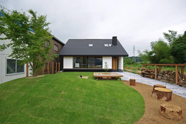 外観: 株式会社 空間建築-傳が手掛けた木造住宅です。,和風