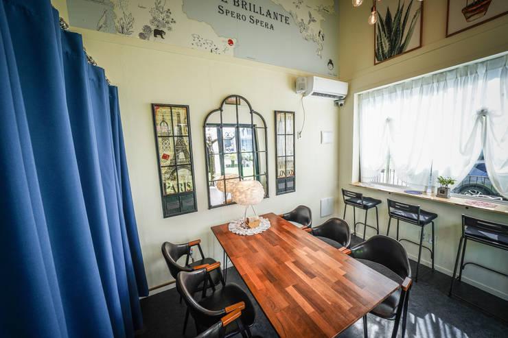 김해 장유 커피숍(컨테이너 & 모듈러 결합): 연아건축의 현대 ,모던