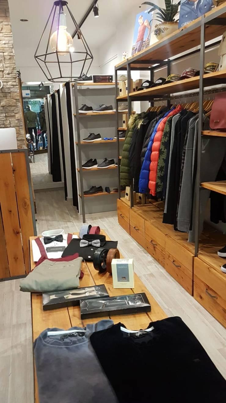 Local de ropa orsobianco: Oficinas y Tiendas de estilo  por Diseño global,