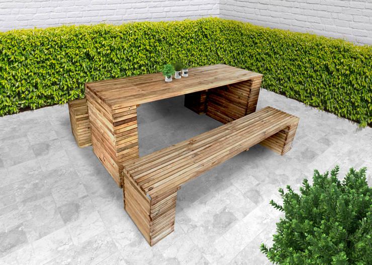 Tavolo BARCELONA legno di pino impregnato 200 x 80 x 78 h cm: Giardino in stile  di ONLYWOOD