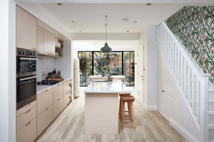 Cocinas pequeñas de estilo  de Urbanist Architecture