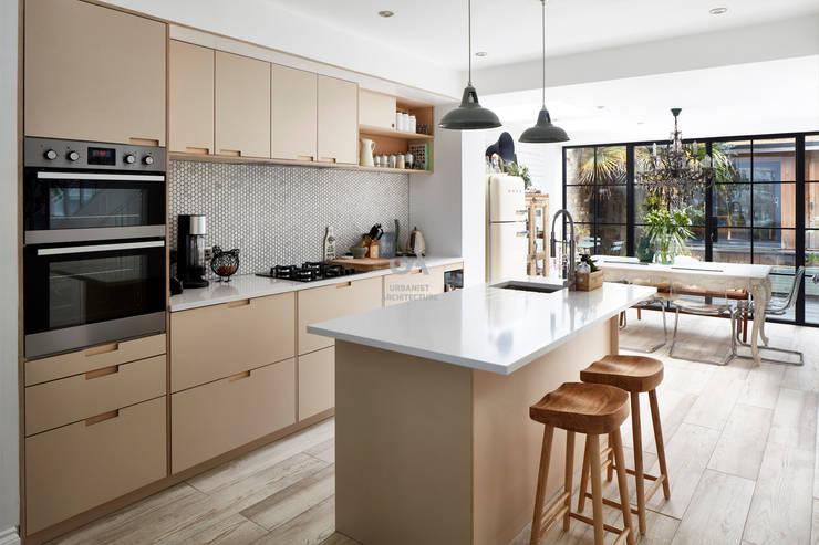 مطبخ ذو قطع مدمجة تنفيذ Urbanist Architecture