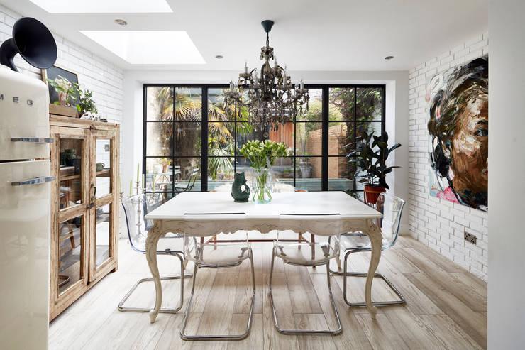 Salones de estilo  de Urbanist Architecture