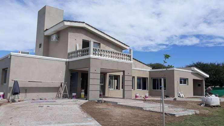 En Proceso - Revestimiento Plastico: Casas de estilo  por VI Arquitectura & Dis. Interior,
