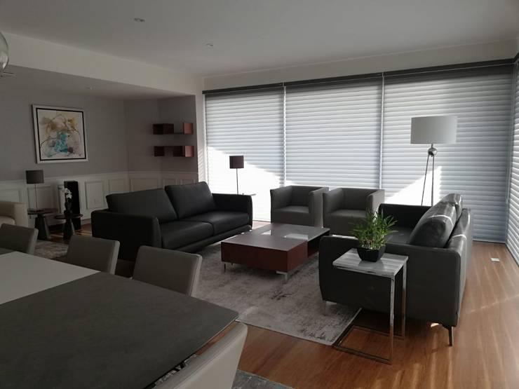 Sala Después:  de estilo  por Alicia Ibáñez Interior Design