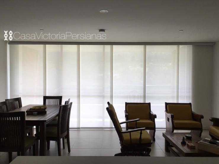 Panel japonés en screen :  de estilo  por Casa Victoria persianas, Moderno