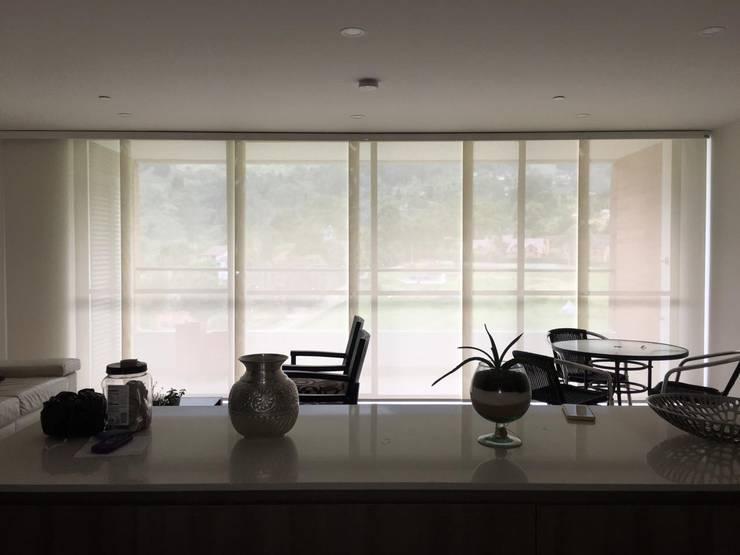 Panel japonés en screen:  de estilo  por Casa Victoria persianas, Moderno