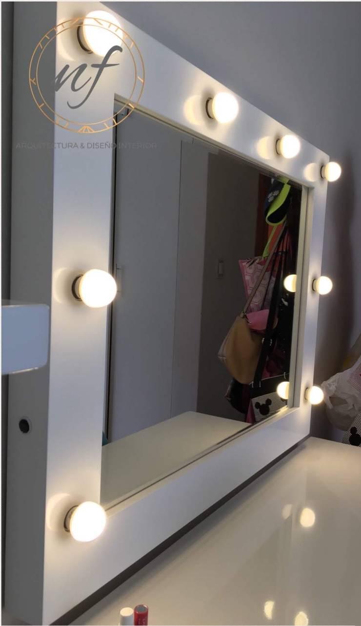 Espejo diseñado y fabricado por NF. : Dormitorios de estilo  por NF Diseño de Interiores