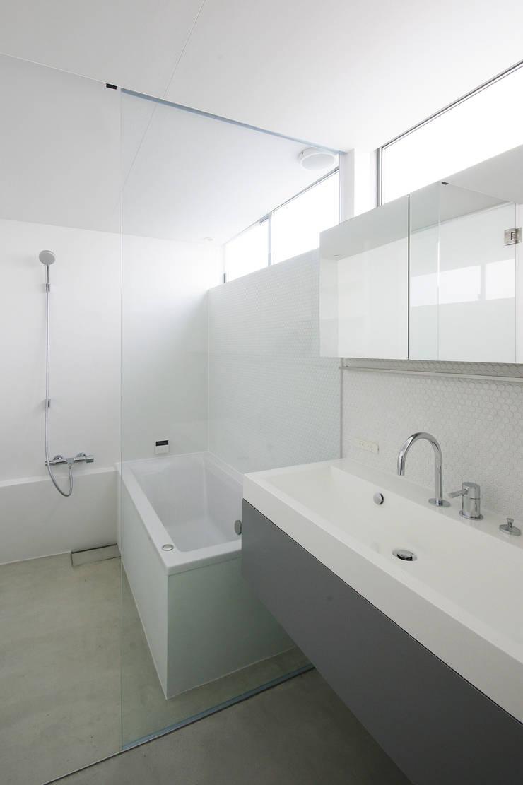 Scandinavian style bathroom by 株式会社 空間建築-傳 Scandinavian