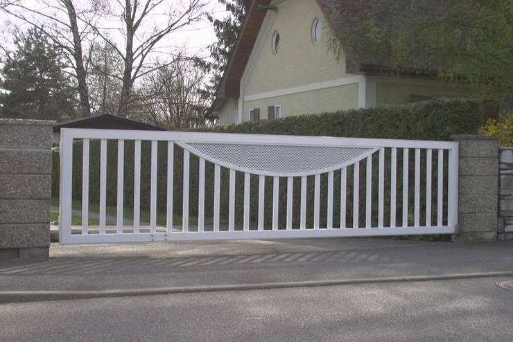 modern  by Rakstal - Bramy i ogrodzenia, Modern
